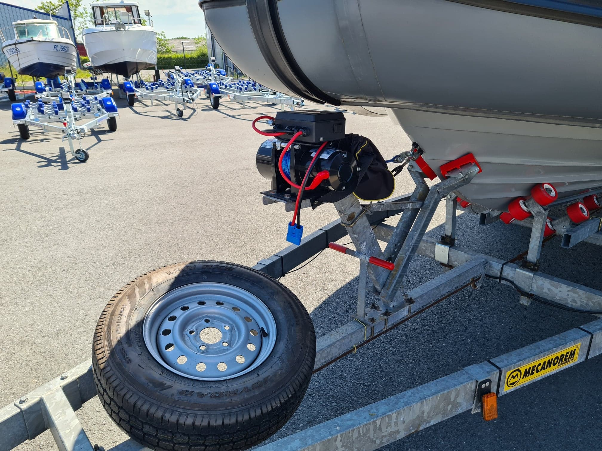 Treuil électrique sur remorque Mécanorem MTX 1251F à vendre chez DINARD MARINE
