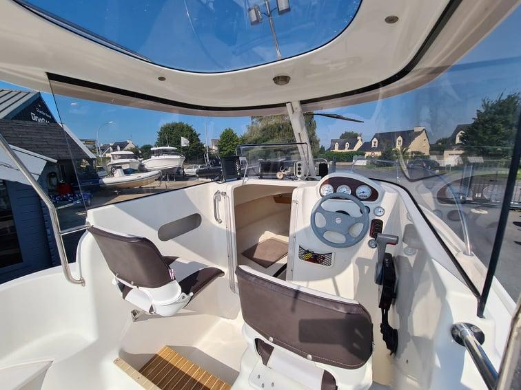 Quicksilver 530 Pilothouser avec Suzuki 60Cv d'occasion à vendre chez DINARD MARINE en Bretagne 8